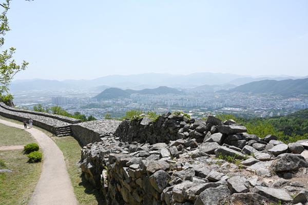 김해의 만리장성…허왕후가 향수병 달래며 거닐던 길