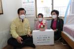 부산 중구 영주2동 주민자치회 어버이날 맞이 사랑의 카네이션 꽃바구니 전달 행사 개최