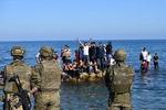 모로코 난민들, 헤엄쳐 스페인 입성