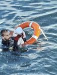 바다 건너온 난민 갓난아이 극적 구조