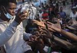길 끊기고 구호물자 강탈되고…방치된 아이티 지진 피해자들