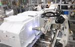 로봇이 냉장고 조립·자재 운반…LG전자 '스마트파크' 가동