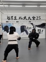 한국 검술 ´한무도´ 전통탈 투구 쓰고 비무대회 개최